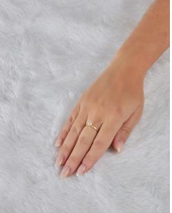 Anel folheado dourado com pedra cristal Linn