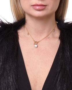 Gargantilha choker dourada com pedra cristal Andrieli