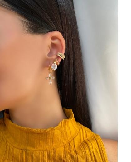 Mix de bijuterias e semi jóias douradas Cissa