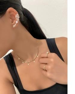 Anel dourado cravejado Roseira