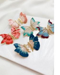 Brinco dourado borboleta esmaltada Maravilha azul