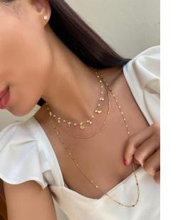 Colar MB Semi joia dourado comprido Coraçõezinhos